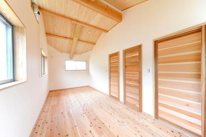 ウッディな新築子供部屋横位置−2